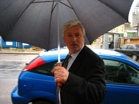 """Attēlu rezultāti vaicājumam """"es ar lietussargu bonis.lv"""""""